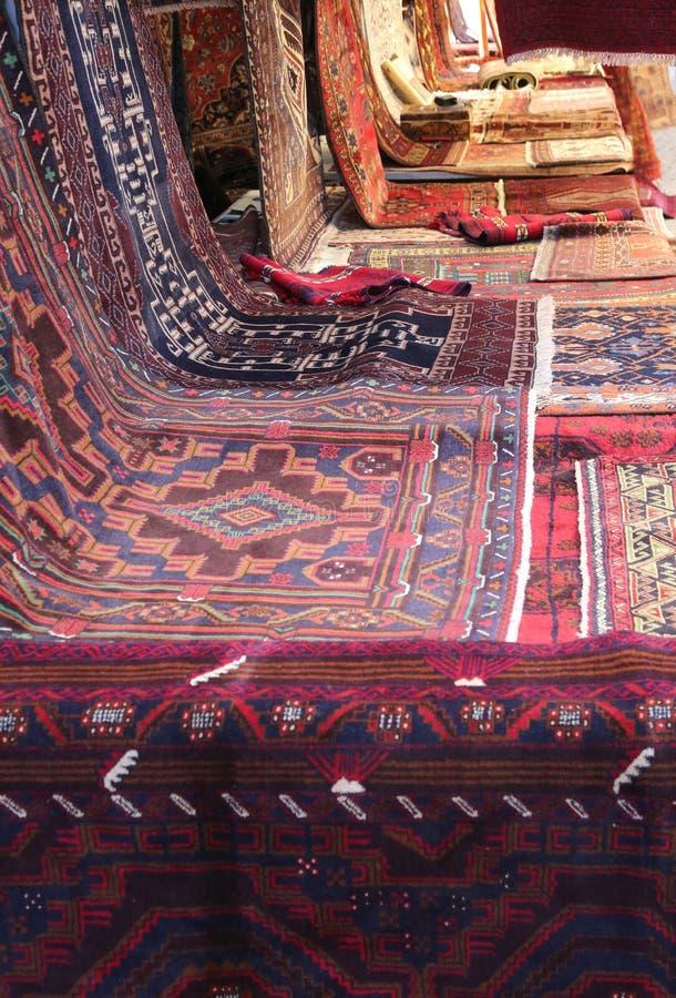 tappeti orientali con differenti colori e progettazioni geometriche immagine stock