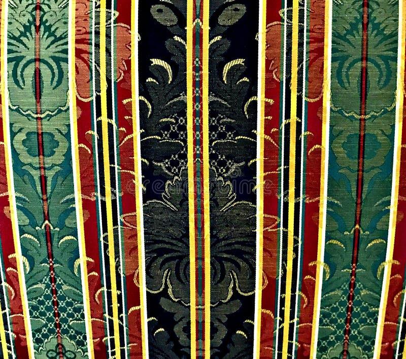 Tappezzeria con i colori rossi, verdi e neri del modello di motivo, fotografia stock
