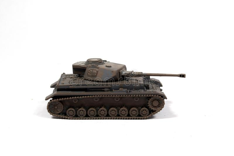 Tappning anv?nde barnets Toy Tank On White Background royaltyfri foto