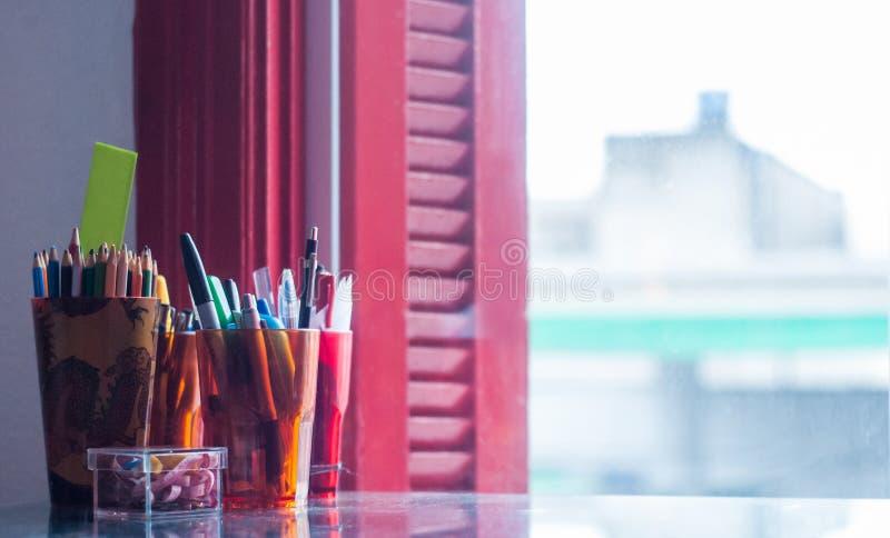 Tappning för kontorsfönsterblyertspenna arkivfoton
