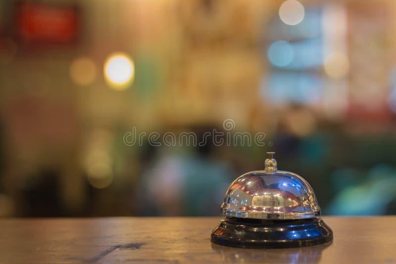 Tappning för restaurangserviceklocka fotografering för bildbyråer