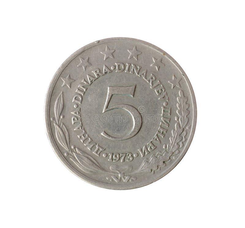 Tappning fem dinar mynt som göras av Jugoslavien 1973 arkivfoto