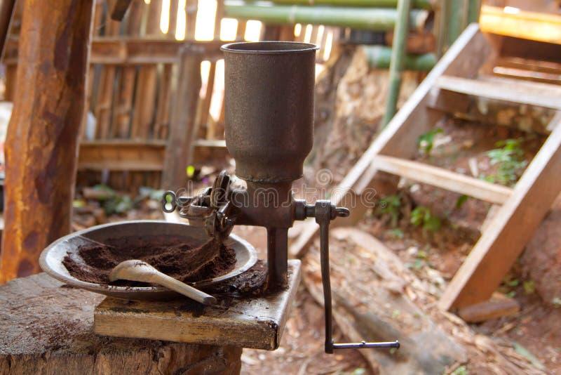 Tappning grillad kaffekvarn för kaffebönor royaltyfri bild