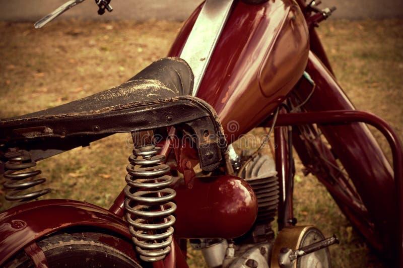 Tappning som ser antikt motorcykelläder Seat royaltyfri foto