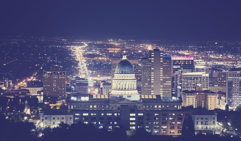 Tappning tonade nattbilden av det Salt Lake City centret, Utah, USA royaltyfri fotografi