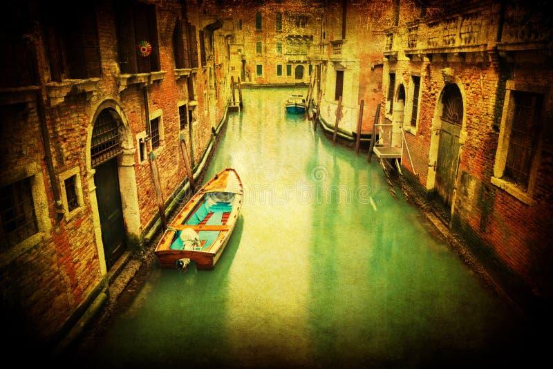 Tappning utformar föreställer av en kanal i Venedig royaltyfri bild