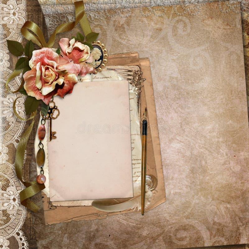 Tappningbakgrund med det gamla kortet, bokstäver, vissna rosor stock illustrationer