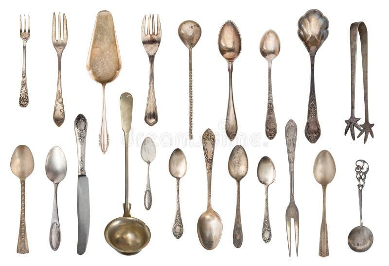 Tappningbestick, antika skedar, gafflar, knivar, slev, kakaskyfflar som isoleras på isolerad vit bakgrund antik silverware arkivfoton