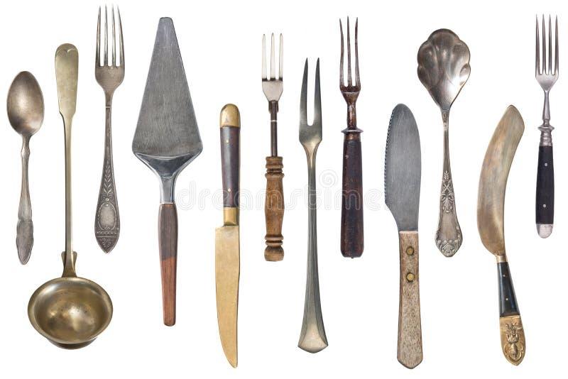 Tappningbestick, antika skedar, gafflar, knivar, slev, kakaskyfflar som isoleras p? isolerad vit bakgrund antik silverware royaltyfri foto