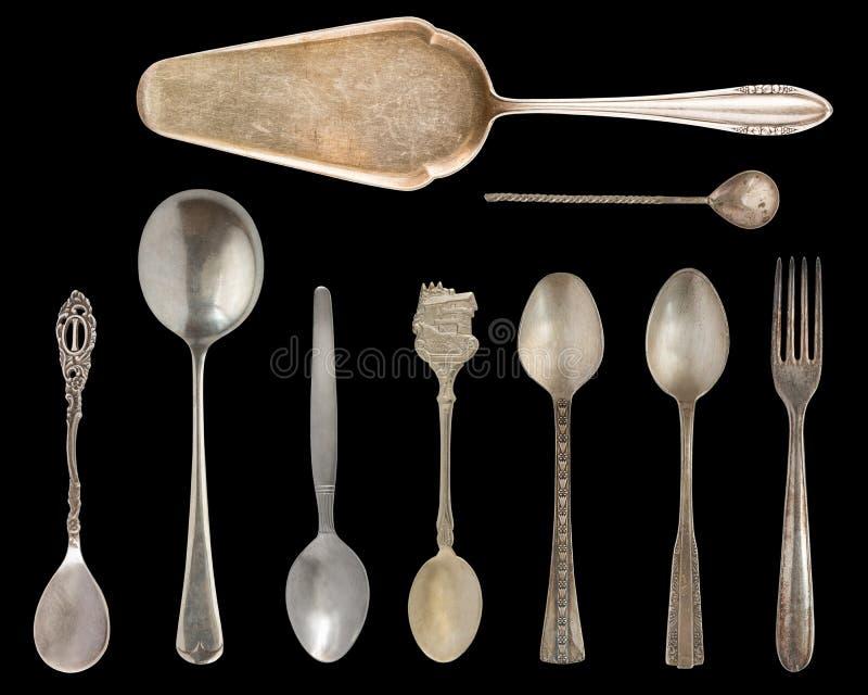 Tappningbestick, antika skedar, knivar, kakaskyfflar som isoleras på isolerad svart bakgrund antik silverware retro arkivbilder