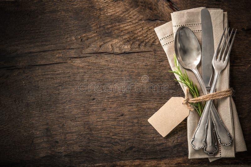 Tappningbestick med en tom etikett royaltyfria bilder