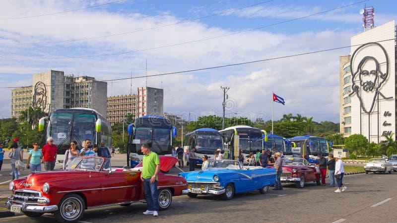 Tappningbilar i havannacigarr royaltyfria bilder