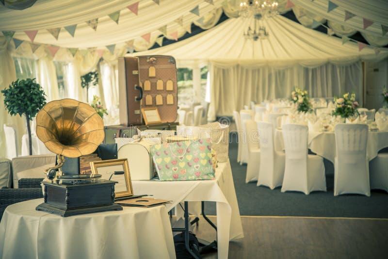Tappningbröllop och gramaphone arkivbilder