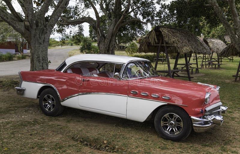 TappningBuick bil 1957 royaltyfria foton