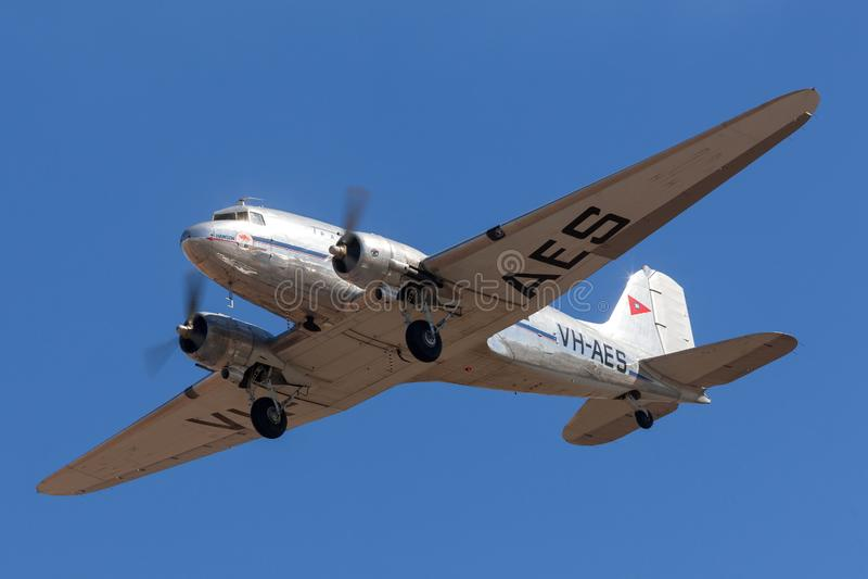 TappningDouglas DC-3C trafikflygplan VH-AES i livré för trans. Australian Airlines arkivfoton