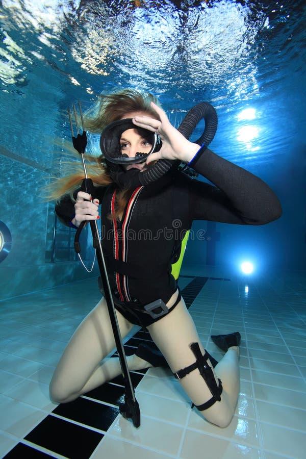 Tappningdykapparatkvinna fotografering för bildbyråer