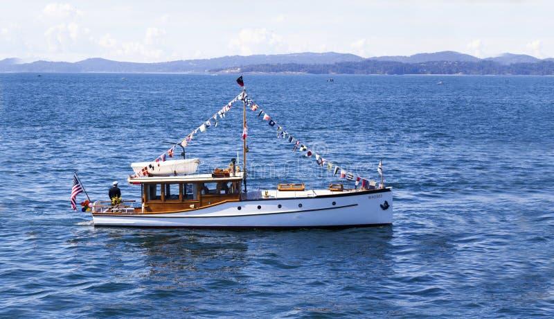 Tappningfartyget seglar på Victoria Classic Boat Festival royaltyfri foto