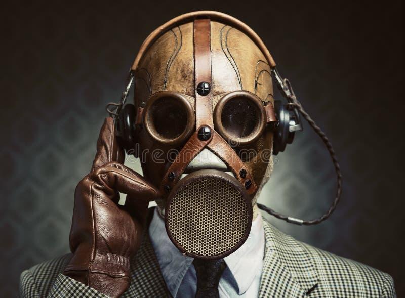 Tappninggasmask och hörlurar arkivfoton
