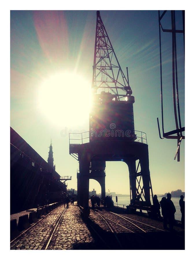 Tappninghamnkran på den Scheldt kajen, Antwerp royaltyfria foton