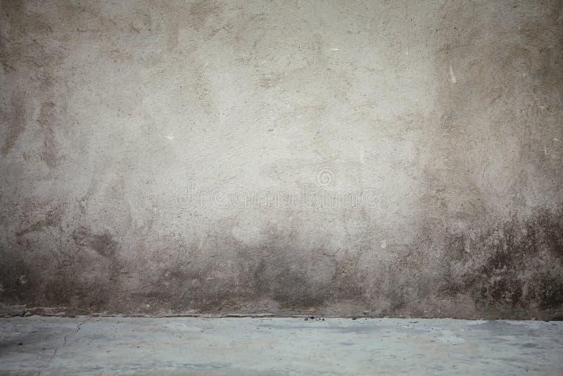 Tappninginre av vägg- och grå färgcementgolvet royaltyfri bild