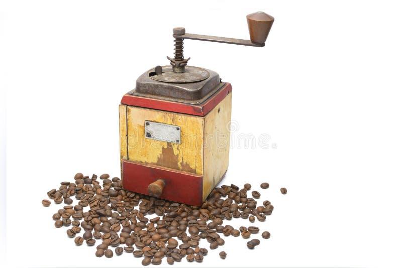 Tappningkaffekvarnen med kaffebönor arkivbild