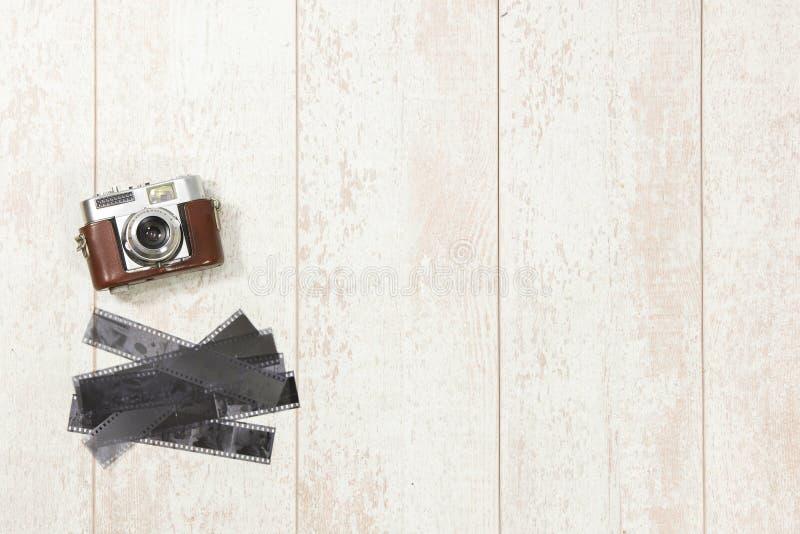 Tappningkamera- och filmremsor på golvtilja fotografering för bildbyråer