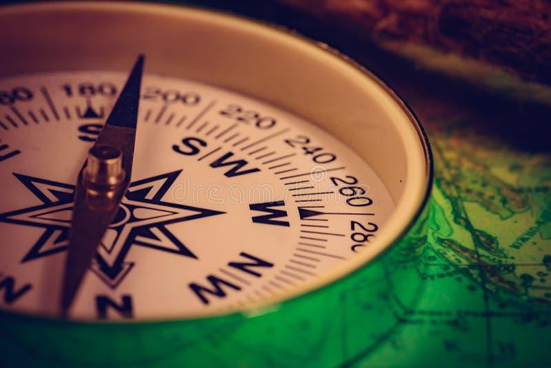 Tappningkompass med repet royaltyfria bilder