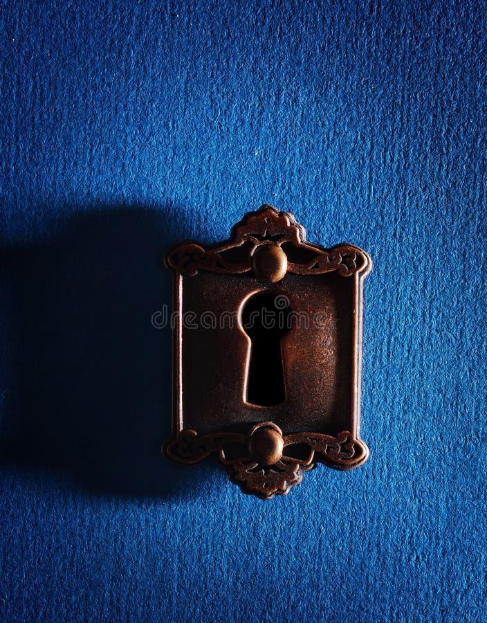 Tappninglås på blått royaltyfria bilder