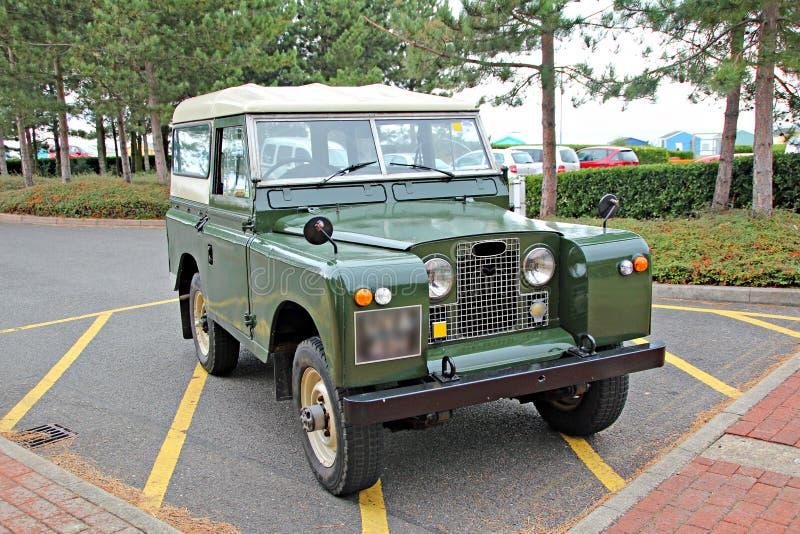 TappningLand Rover jeep fotografering för bildbyråer