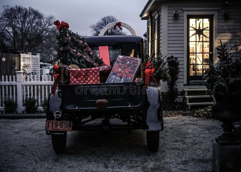 Tappninglastbilen dekorerade för jul i Wickford, Rhode - ön arkivbilder