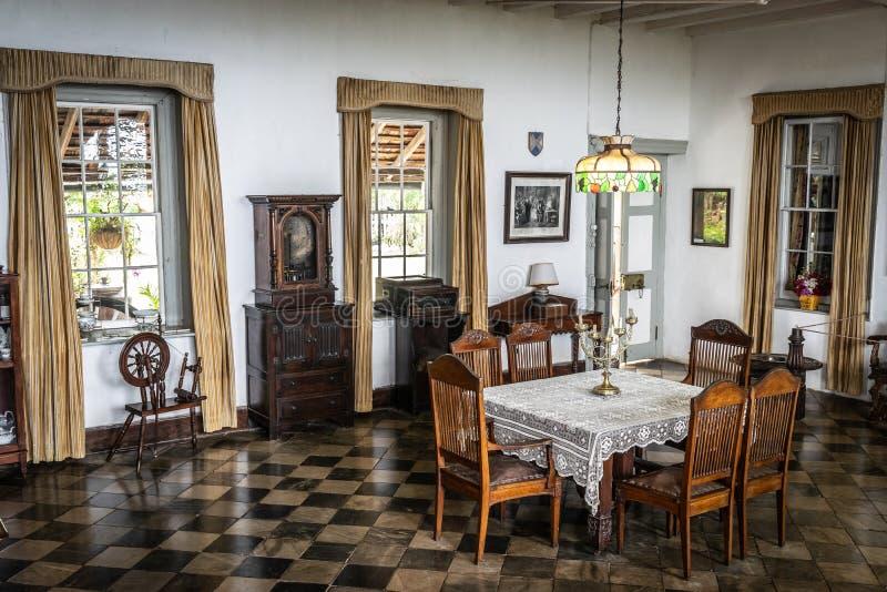 Tappningmatsal/äta middag område inom ett gammalt 18th århundradehem royaltyfri fotografi