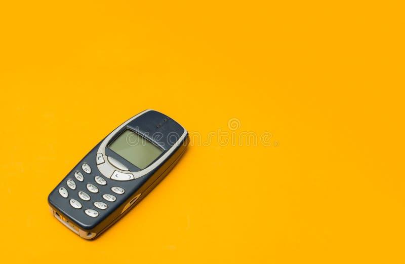 Tappningmobiltelefon royaltyfri bild
