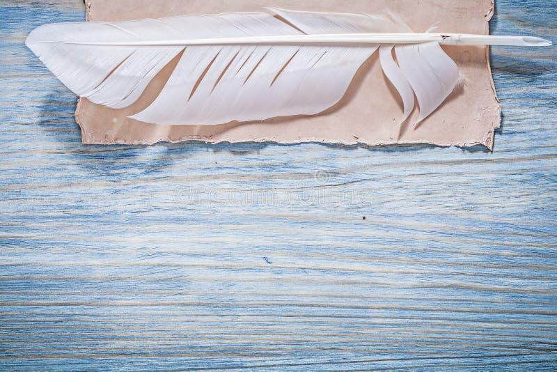Tappningpapper putsar på träbrädehorisontalversion royaltyfria bilder