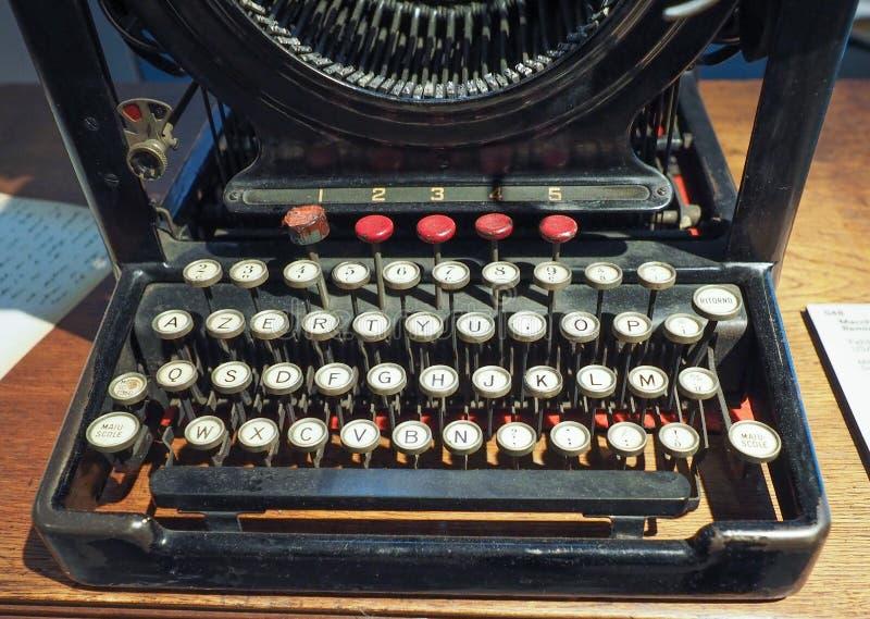 TappningRemington skrivmaskin i Turin royaltyfria foton