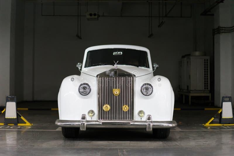 TappningRolls Royce bil fotografering för bildbyråer