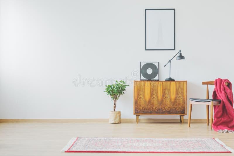 Tappningskåp och vinylrekord arkivfoton