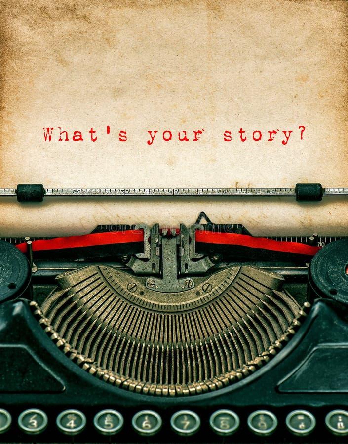 Tappningskrivmaskin med texturerat grungy papper Din berättelse royaltyfri fotografi