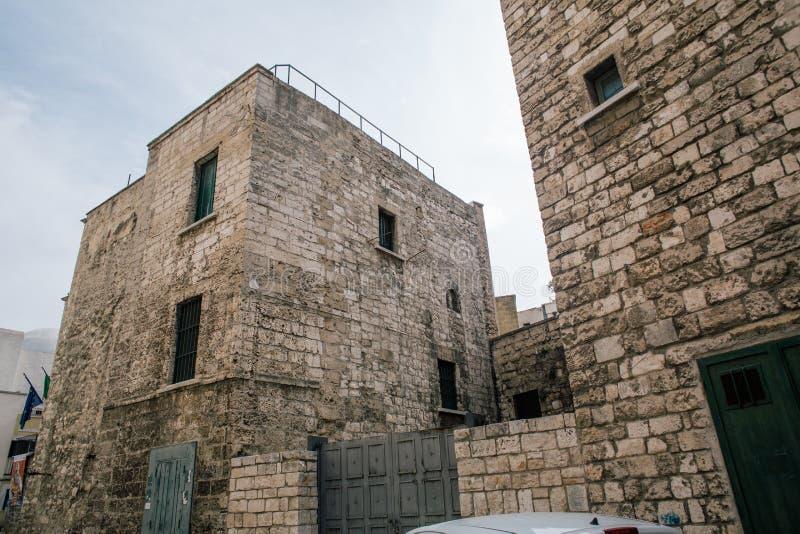 Tappningslott Bari Apulia Italy arkivbild