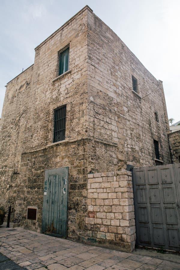 Tappningslott Bari Apulia Italy arkivfoton