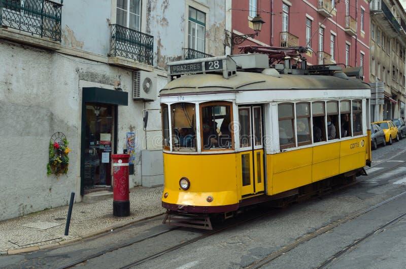 Tappningspårvagn Lissabon royaltyfria foton