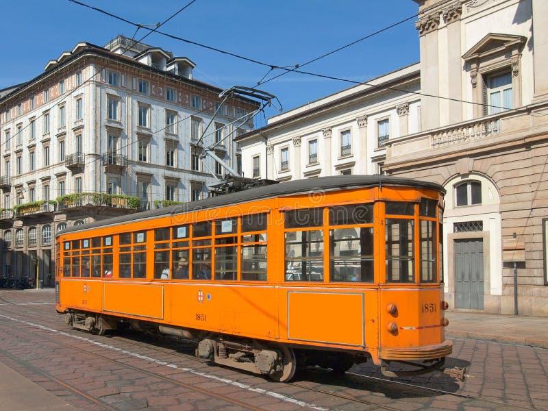 Tappningspårvagn, Milan fotografering för bildbyråer