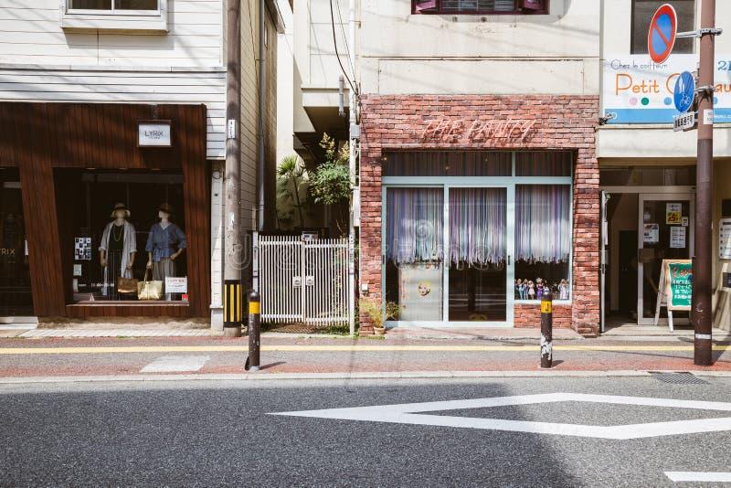 Tappningstil shoppar gatan i Fukuoka, Japan fotografering för bildbyråer