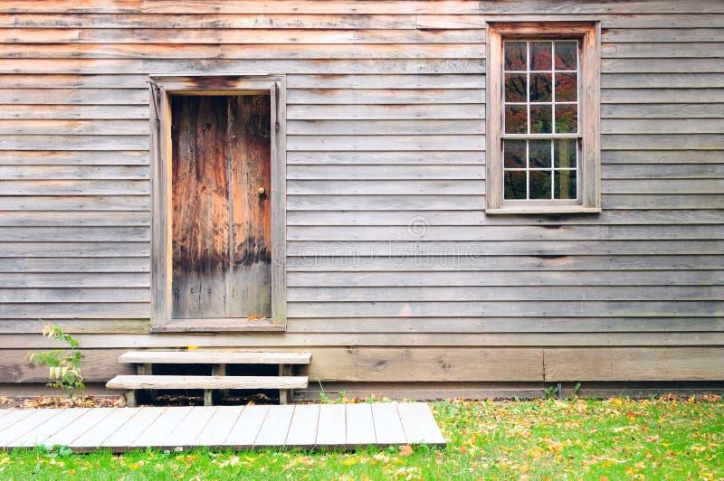 Download Tappningträdörr, Vägg Och Fönster Fotografering för Bildbyråer - Bild av historia, dörr: 27287523