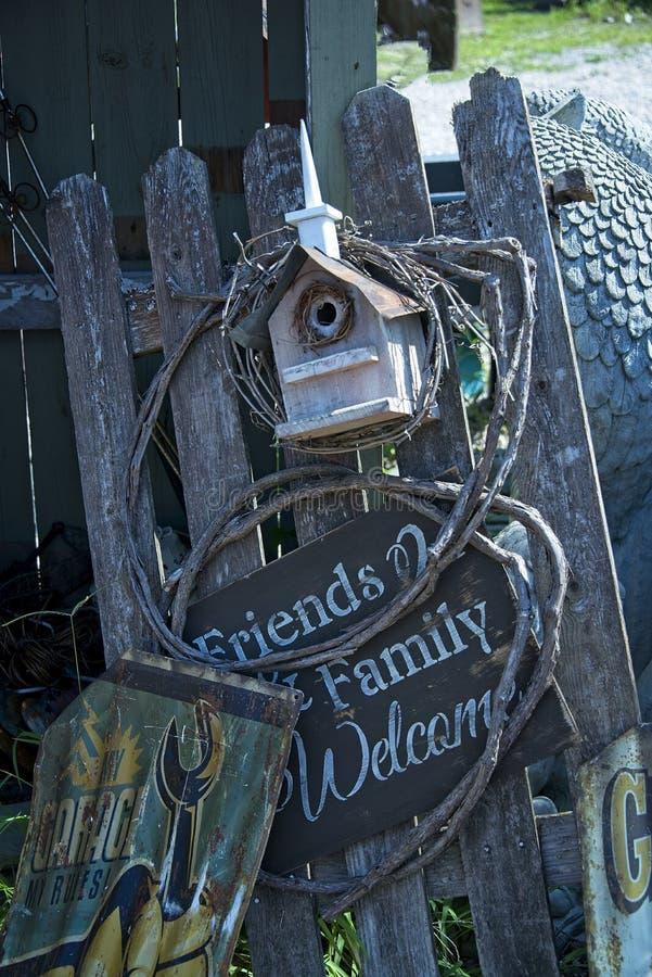 Tappningvälkomnande till vänner och familjen fotografering för bildbyråer