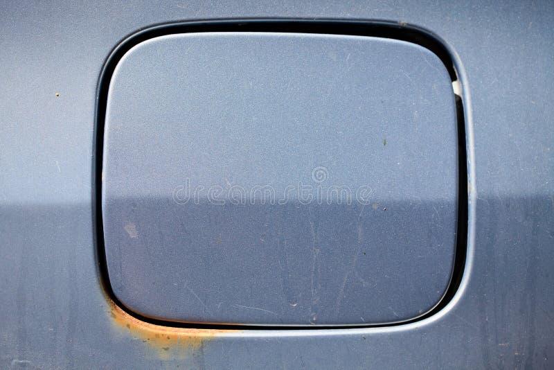 Tappo del serbatoio arrugginito e sporco della benzina di vecchia automobile nella retro progettazione fotografia stock libera da diritti