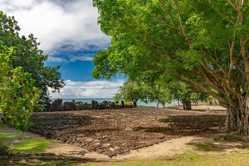 Taputapuatea Marae do local arqueológico francês do Unesco de Raiatea Polinésia foto de stock royalty free