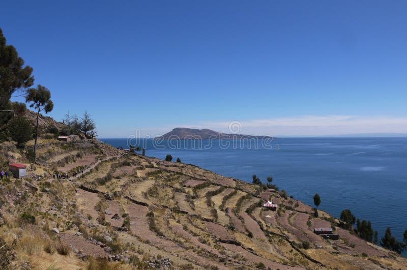 Taquile海岛露台的风景湖钛的解决 免版税库存照片