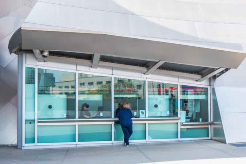 Taquilla en Walt Disney Concert Hall en Los Angeles - CALIFORNIA, los E.E.U.U. - 18 DE MARZO DE 2019 foto de archivo libre de regalías