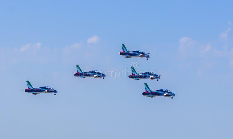 Tar det akrobatiska laget för italienskt flygvapen av arkivbild
