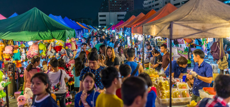 Tarad Rotfai, Бангкок, Таиланд стоковая фотография rf